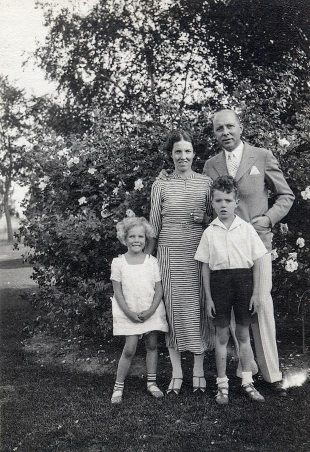 Ronnebeck Family, c1937